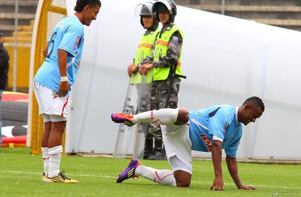 Christian Márquez, y su peculiar celebración, luego del gol del empate.