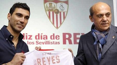 """El regreso de la """"Perla"""" Reyes al Sevilla fue lo más llamativo de la liga española."""