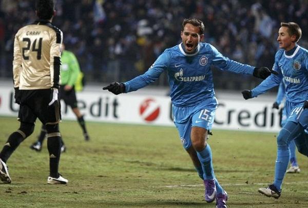 Roman Shirokov del Zenit celebra una de sus dos anmotaciones.