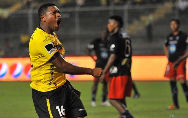 El 'Gordo Lucho' Caicedo celebra con furia su tercera anotación en el partido.