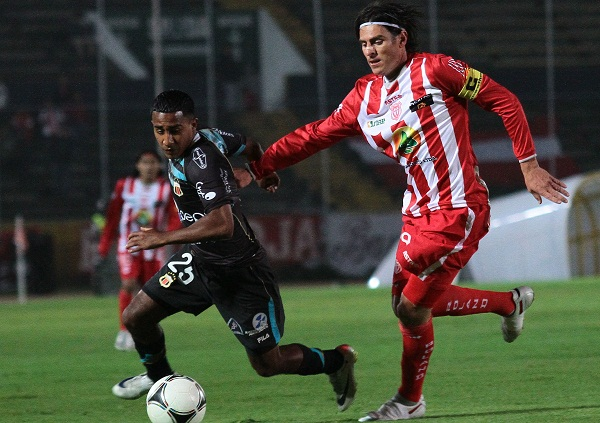 Christian Gómez luchó hasta el final pero no logró anotar.