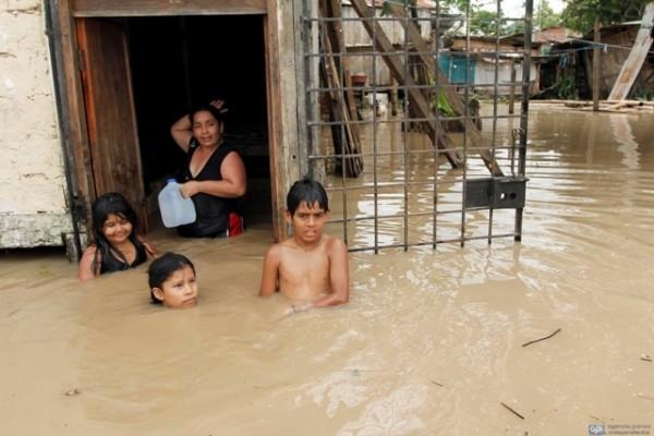 Estado de excepción  CHONE 11 DE FEBRERO DE 2012, Inundaciones en Chone, El municipio repartió 5.000 botellas con agua APIFOTO/PALERMO