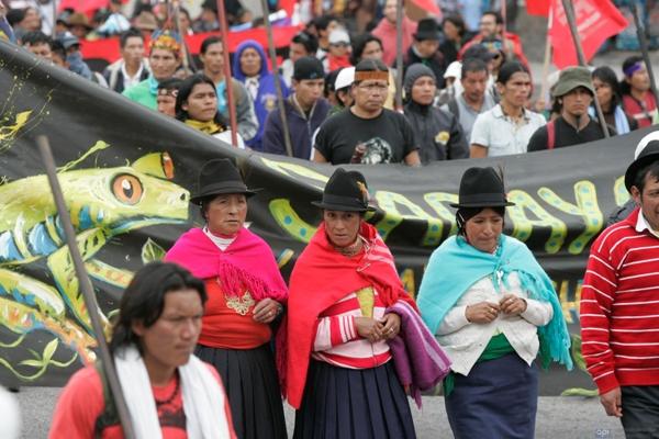 Los indigenas salieron de Ambato caminando e ingresaron a la provincia de Cotopaxi
