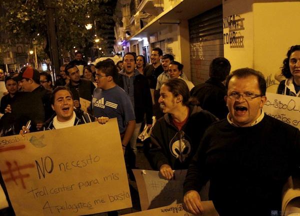 TUITEROS MARCHARON HACIA LA CANCILLERIA. 08 DE MARZO DEL 2012