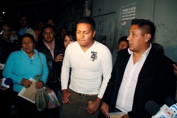 SALIDA DE POLICIAS INVOLUCRADOS EN EL 30 S DESDE LA CARCEL 4