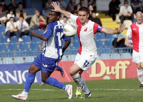 El ecuatoriano Augusto Quintero (izq.) estuvo cerca de marcar el segundo gol.