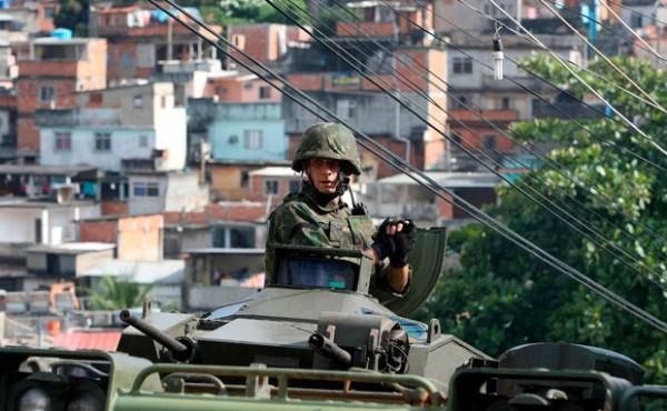 soldado_favelas_brasil