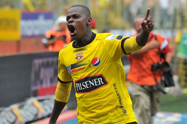 Narciso Mina celebra el gol que tuvo a Barcelona casi todo el partido en ventaja.