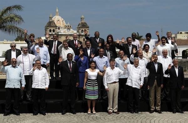Los presidentes de los países de América posan, hoy, domingo 15 de abril de 2012, para la foto oficial de la VI Cumbre de las Américas en Cartagena de Indias (Colombia). EFE/Paolo Aguilar