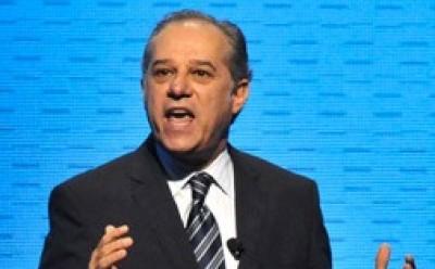 Eduardo Castro-Wright, vicepresidente de Wal-Mart