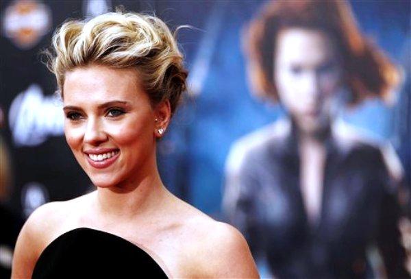 """La actriz Scarlett Johansson llega al estreno de """"The Avengers"""" en Los Angeles en una fotografía de archivo del 11 de abril de 2012. (Foto AP/Matt Sayles, archivo)"""