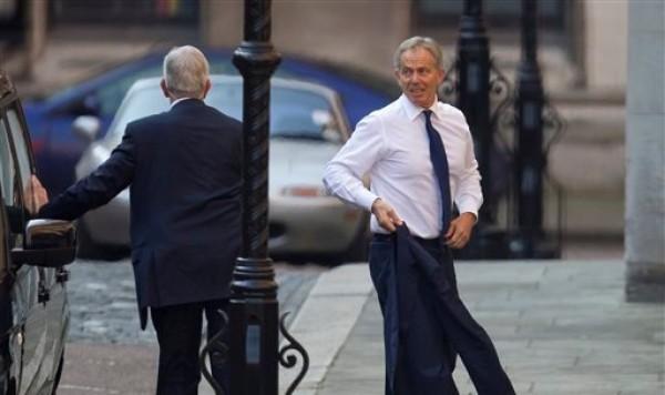 El ex primer ministro Tony Blair llega a una audiencia del Tribunal Supremo de Londres para dar evidencia en la investigaciòn sobre ética periodística a raíz de la pesquisa sobre espionaje telefónico el lunes 28 de mayo del 2012. La presencia de Blair, que fue primer ministro entre 1997 y el 2007, inicia una semana muy importante en las investigaciones que realiza un juez investigador. (Foto AP/Alastair Grant)