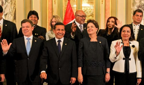 Lima - Peru, 28/07/2011. Presidenta Dilma Rousseff e os demais Chefes posam para foto oficial da Reunião da UNASUL com o novo Presidente Ollanta Humala no Palácio do Governo. Foto: Roberto Stuckert Filho/PR.