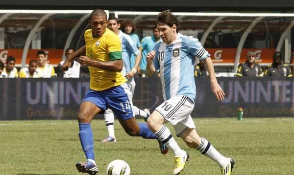 Foto de archivo. Partido entre las selecciones de Brasil y Argentina. Foto AP.