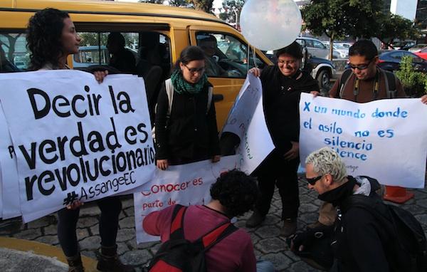 GRUPOS SOCIALES PIDEN SE ACEPTE EL ASILO A JULIAN ASSANGE.
