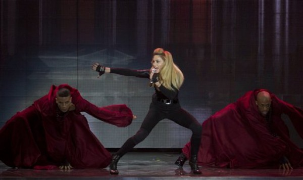 Madonna durante un concierto en el estadio Ramat Gan de Tel Aviv. (Foto AP/Ariel Schalit)