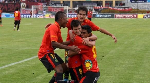 Foto de archivo.  CUENCA 29 DE JULIO DE 2012. Deportivo Cuenca recibe al Olmedo. APIFOTO.