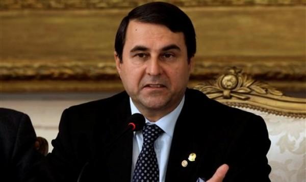 El presidente paraguayo Federico Franco ofrece una conferencia de prensa en el palacio de gobierno en Asunción, Paraguay, el viernes 6 de julio de 2012. (AP foto/Jorge Saenz)