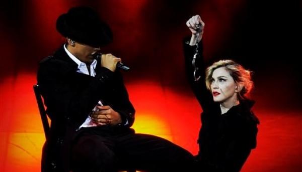 En esta imagen proporcionada por Guy Oseary, Madonna durante su concierto MDNA en el Olympia Hall de París el jueves 26 de julio del 2012. (AP Foto/Guy Oseary)
