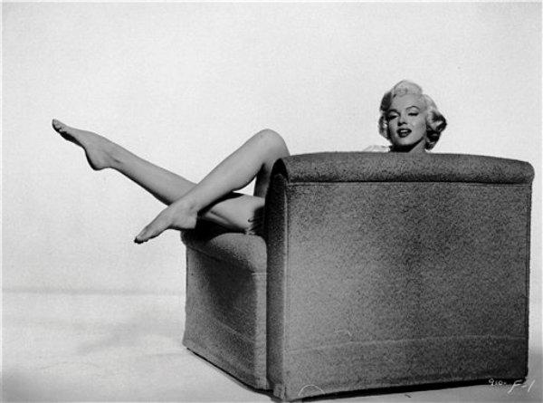 Marilyn Monroe en una escena de la película ?La comezón del séptimo año? en una fotografía publicitaria de 1955. La sensual actriz sique siendo una marca exitosa a 50 años de su muerte. (Foto AP, archivo)
