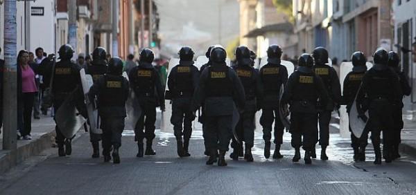 PROBLEMAS EN CAJAMARCA DONDE SE ENFRENTARON LOS POBLADORES CON LA POLICIA LOS CUALES LANZARON BOMBAS LACRIMOGENAS VARIOS DETENIDOS