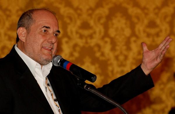 Quito, 10 de mayo de 2010.- El Presidente Rafael Correa posesionó a Freddy  Ehlers como nuevo Ministro de Turismo (Foto: Emilio Sánchez/Presidencia de la República)
