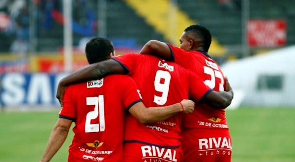 QUITO 1 DE AGOSTO DE 2012, En el estadio Athaualpa Nacional recibe al Olmedo APIFOTO/JAVIER CAZAR