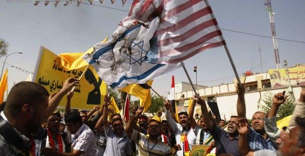 Varios-manifestantes-queman-banderas-israelies-estadounidenses