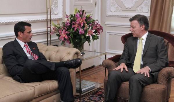 El líder de la oposición venezolana, Henrique Capriles, recibido por el presidente Juan Manuel Santos, el 19 de septiembre de 2012, en el Palacio de Nariño, en Bogotá. AP