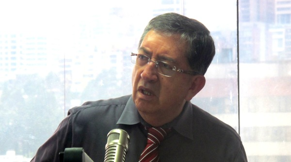 Gonzalo Rosero, entrevistador de Radio Democracia. Foto de Archivo, La República.