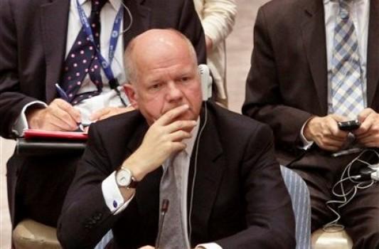 """William Hague, Ministro de Relaciones Exteriores británico, escucha intervenciones durante una reunión sobre Siria en el Consejo de Seguridad de Naciones Unidas, el jueves 30 de agosto de 2012. Hague dijo el lunes 3 de septiembre de 2012 que Ecuador debe reanudar las conversaciones con Londres sobre el destino del fundador de WikiLeaks Julian Assange """"lo antes posible"""".(AP foto/Bebeto Matthews)"""