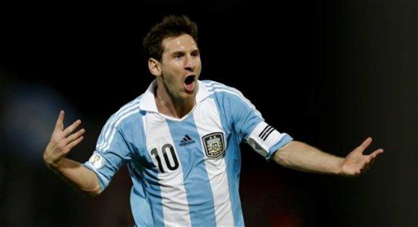 El jugador de Argentina, Lionel Messi, festeja un gol contra Paraguay en las eliminatorias mundialistas el viernes, 7 de septiembre de 2012, en Córdoba, Argentina. (AP Photo/Natacha Pisarenko)