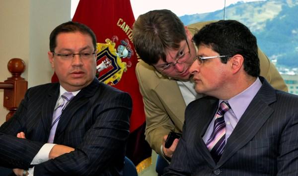 QUITO 09 DE OCTUBRE DEL 2012. Cesar Ricuarte Representante de FUNDAMEDIOS. en audiencia por accion de proteccionn presentada en la Fiscalia de Pichincha. APIFOTO/DANIEL MOLINEROS.