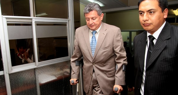 PETER DELGADO ACUDE A LA FISCALIA DE PICHINCHA