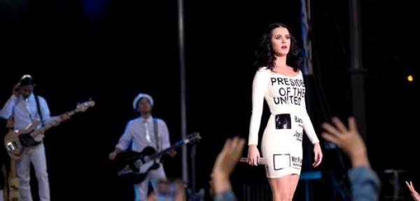Katy Perry ofrece un concierto gratuito en un evento de campaña del presidente Barack Obama, el miércoles 24 de octubre del 2012 en Las Vegas. (AP Foto/Julie Jacobson)