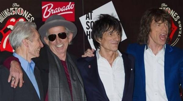 En esta foto del 12 de julio del 2012, de izquierda a derecha Charlie Watts, Keith Richards, Ronnie Wood y Mick Jagger, de los Rolling Stones, llegan a un evento en Londres para conmemorar el 50o aniversario de su primera actuación. La legendaria banda británica volverá a los escenarios con cuatro conciertos en Londres y Nueva York, sus primeros espectáculos en vivo en cinco años. (AP Foto/Jonathan Short)