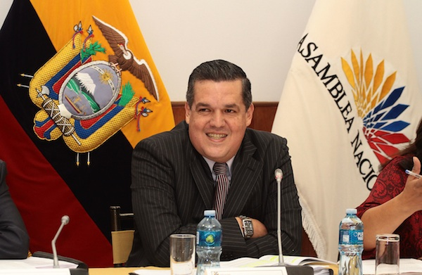 PEDRO SOLINEZ ACUDE A LA COMISION DE FISCALIZACION DE LA ASAMBLEA.