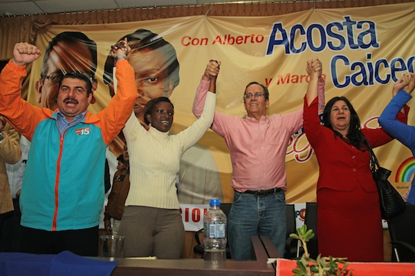 ACOSTA Y CAICEDO INSCRIBEN SU CANDIDATURA EN EL CNE