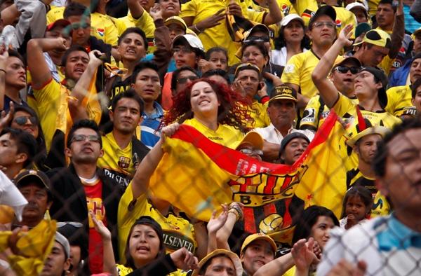 AMBATO 25 NOV 2012, En el estadio Belavista Macará recibe al Barcelona APIFOTO/JAVIER CAZAR