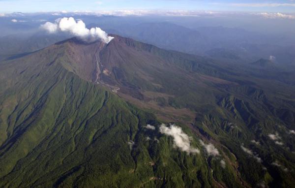 reventador_volcano_ecuador