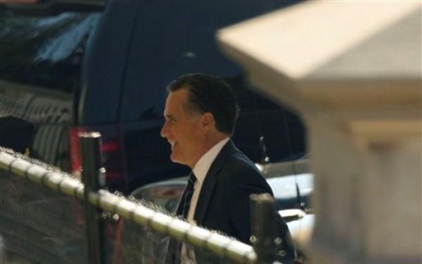 El ex candidato presidencial republicano Mitt Romney llega a la Casa Blanca a almorzar con el presidente Barack Obama el jueves 29 de noviembre de 2012. (Foto AP/Pablo Martinez Monsivais)