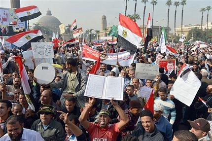 Miles de islamistas se manifiestan en apoyo al presidente egipcio