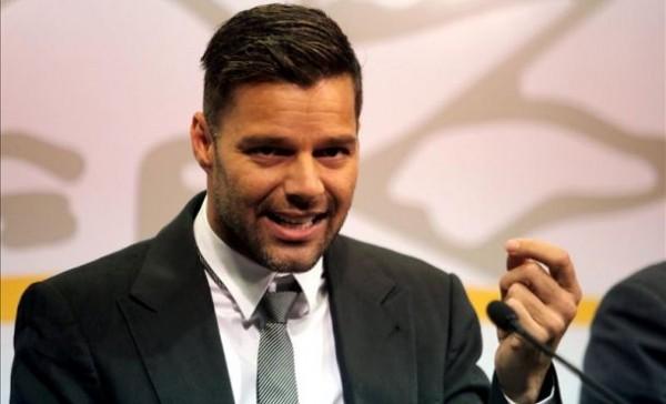 Ricky Martin alza la voz contra homofobia