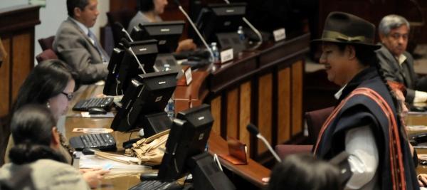 QUITO 04 DE DICIEMBRE DEL 2012. Sesion del Pleno de la Asamblea Nacional donde Trataton el allanamiento al veto parcial del Ejecutivo a la Ley de distribucion del gasto social. APIFOTO/DANIEL MOLINEROS