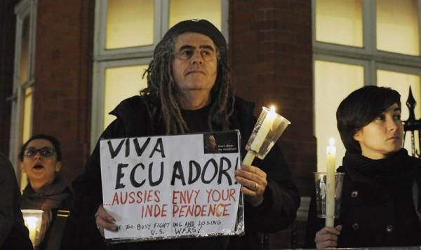 Seguidores de Assange en los exteriores de la embajada de Ecuador en Londres