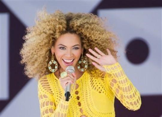 """Beyonce durante una presentación en el programa """"Good Morning America"""" en Nueva York en una fotografía del 1 de julio de 2011. Beyonce lanzó un concurso para elegir a 100 admiradores que la acompañarán en su presentación de medio tiempo en el Super Bowl en Nueva Orleans el 3 de febrero de 2013. (Foto AP/Charles Sykes, archivo)"""