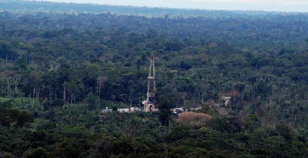 ecuador-extrae-petroleo