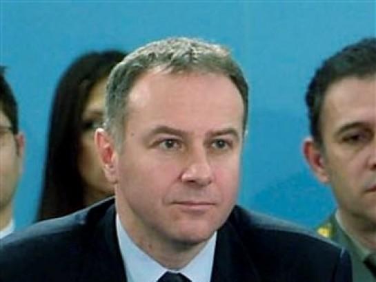 En esta fotografía de archivo del 14 de diciembre de 2006, difundida por la OTAN, Branislav Milinkovic, embajador de Serbia ante la OTAN, participa en una reunión en la sede de la alianza atlántica en Bruselas, Béligca. Milinkovic se suicidó en el aeropuerto de Bruselas el martes 4 de diciembre de 2012. (Foto AP/NATO, archivo)