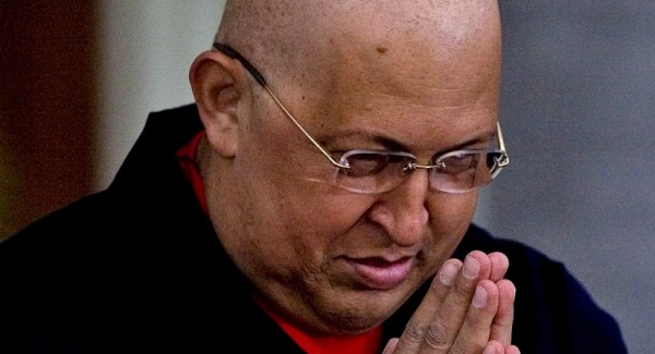 El presidente de Venezuela Hugo Chavez durante un evento religioso en solidaridad con su estado de salud en el Palacio Presidencial de Miraflores el domingo 21 de agosto de 2011, en Caracas, Venezuela. (Foto AP/Ariana Cubillos)