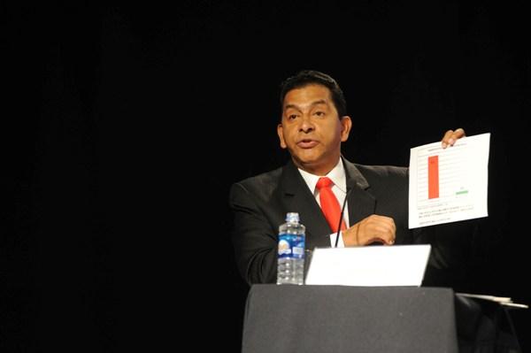 Guayaquil, 12 de Diciembre del 2012. En el centro de convenciones de Guayaquil se realizo el Debate entre candidatos presidenciables ordanizado por la Camara de Comercio del Guayas.APIFOTO/CESAR PASACA